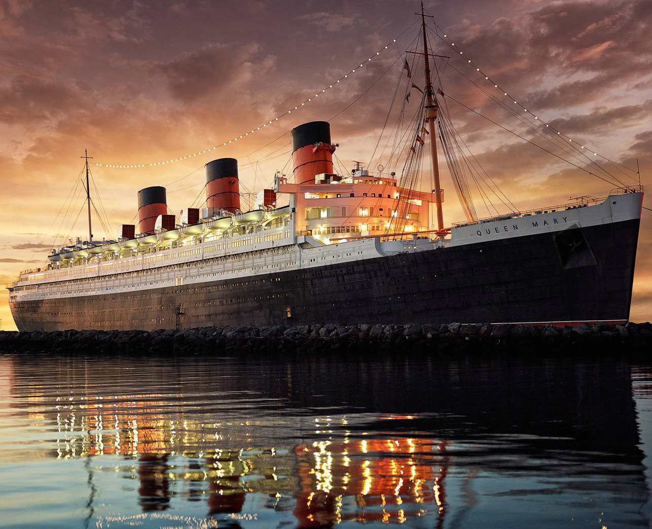 la Queen Mary in una foto suggestiva